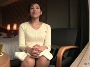 ดูหนังโป๊ออนไลน์ Kinky Japanese MILF in Pink Lingerie Loves to get her Perfect Ass Slapped